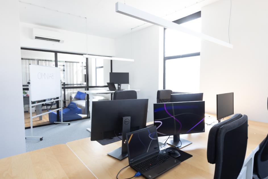 omnia8_o-nas_pisarna